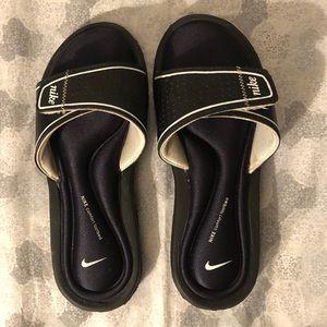 EUC Nike Slides Women's US 6